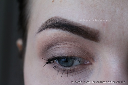 E.L.F primer is used here as an eyeshadow base