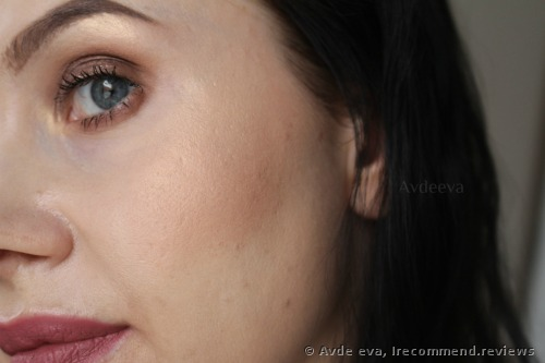 The highlighter is applied to the inner corners, under the brow bones and over the cheekbones