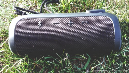 JBL  Flip 3 Splashproof  Portable Bluetooth Speaker