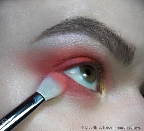 Real Techniques by Samantha Chapman Bold Metals 203 Tapered Shadow Brush
