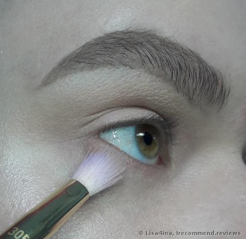 Real Techniques by Samantha Chapman Brush Crush 305 Shadow Brush