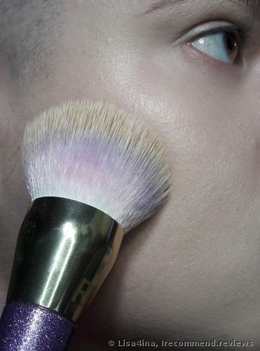 Real Techniques  by Samantha Chapman Brush Crush 301 Foundation Brush